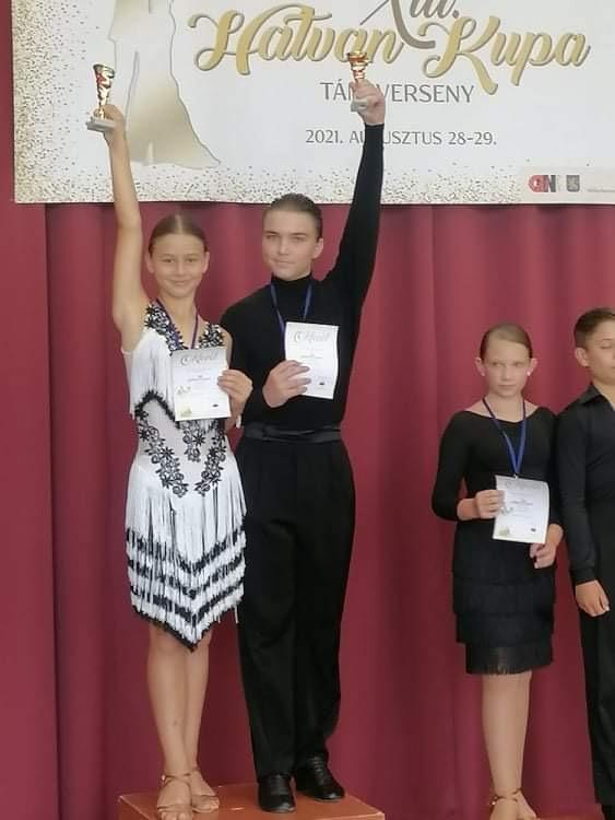 Deák András és Zölei Alexandra a dobogó legfelső fokán